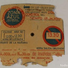 Coches y Motocicletas: VIEJO DISCO DE ESTACIONAMIENTO ZONA AZUL INVALIDOS DE ALICANTE. Lote 206475275