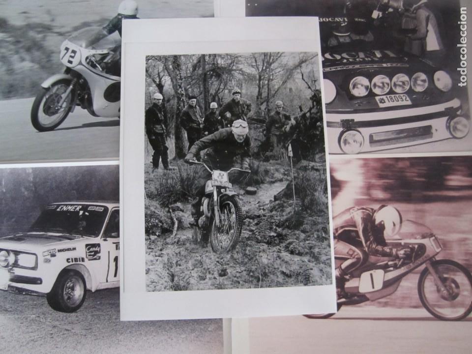 LOTE 5 FOTOS ANTIGUAS MOTOS BULTACO Y COCHES RALLYE SEAT PORSCHE (Coches y Motocicletas Antiguas y Clásicas - Catálogos, Publicidad y Libros de mecánica)