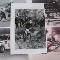 Coches y Motocicletas: LOTE 5 FOTOS ANTIGUAS MOTOS BULTACO Y COCHES RALLYE SEAT PORSCHE. Lote 207603082
