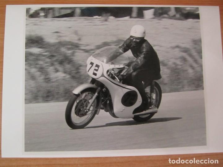 Coches y Motocicletas: lote 5 fotos antiguas motos bultaco y coches rallye seat porsche - Foto 2 - 207603082