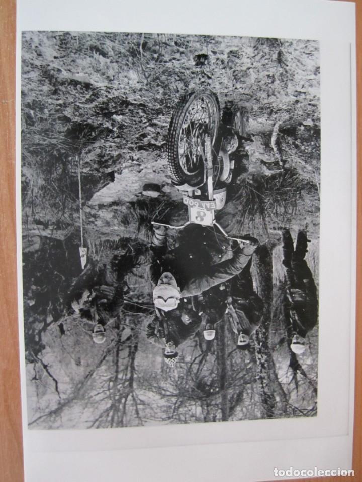 Coches y Motocicletas: lote 5 fotos antiguas motos bultaco y coches rallye seat porsche - Foto 4 - 207603082