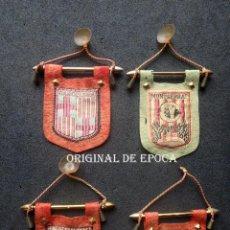Coches y Motocicletas: (JX-200590)CUATRO ANTIGUOS BANDERINES , COMPLEMENTOS PARA COCHES SEAT 6OO , 850 ,1500 .. Lote 207628426