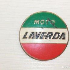 Coches y Motocicletas: LAVERDA INSIGNIA DE AGUJA, 5 CM DE DIÁMETRO. Lote 210562410