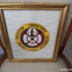 Coches y Motocicletas: ESCUDO CENTRO PROTECCIÓN CONDUCTORES AUTOMOVILES LA CORUÑA.DIBUJO Y PINTADO A MANO.. Lote 213464077