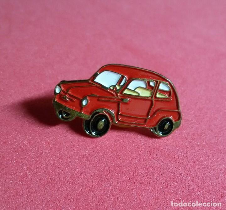 Coches y Motocicletas: pin esmaltado seat 600 rojo - Foto 3 - 215227556