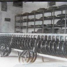 Coches y Motocicletas: ANTIGUO NEGATIVO VIDRIO TALLER RUDGE WHITWORTH UNION PNEUMATIC. 13 X 17,5 CM. Lote 238215325