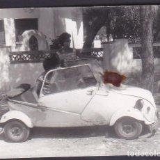 Coches y Motocicletas: FOTOGRAFIA BISCUTER MEDIDAS 11 X8 CTMS. Lote 243524675