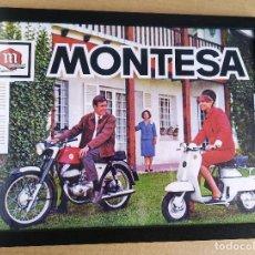 Voitures et Motocyclettes: CUADRO CON CARTEL MONTESA IMPALA Y MICROSCOOTER 1963 # DECORACIÓN VINTAGE 43X33 CM. Lote 243857050