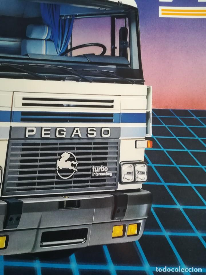 Coches y Motocicletas: Impresionante póster cartel camión Pegaso Tecno año 1985 - Foto 2 - 244677750