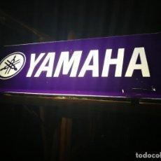 Coches y Motocicletas: LETRERO LUMINOSO DE MOTOCICLETAS YAMAHA DE CONCESIONARIO OFICIAL ANTIGUO, CON DOS COLORES. Lote 249007835