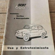 Coches y Motocicletas: MANUAL DE USO Y ENTRETENIMIENTO DEL SEAT 600D, 1968, MODELOS BERLINA Y DESCAPOTABLE, 50 PAGINAS. Lote 251776840
