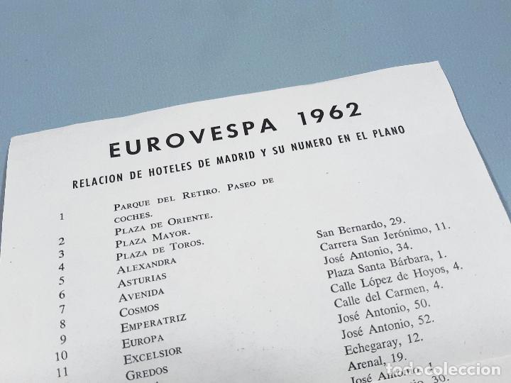Coches y Motocicletas: DORSAL DE LA MOTO Y HOJA DE HOTELES DE EUROVESPA MADRID 62 - VESPA CLUB ESPAÑA 1962 - Foto 4 - 253553310