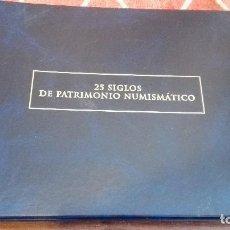 Catálogos y Libros de Monedas: 25 SIGLOS DE PATRIMONIO NUMISMATICO - CATALOGO , ARCHIVADOR. Lote 120741615