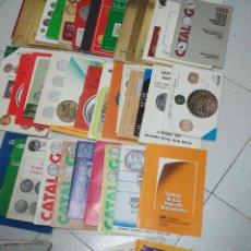 Catálogos y Libros de Monedas: LOTE 41 CATALOGOS SUBASTAS AÑOS 70/80 Y REVISTAS NUMISMATICA 2004/2005. VARIOS.. Lote 215629263