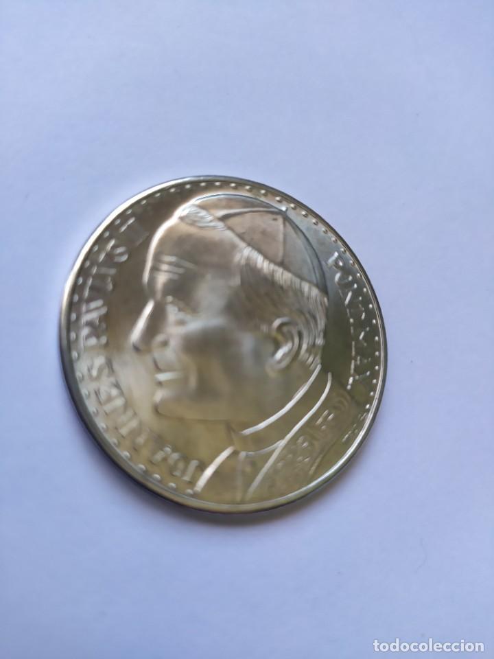 Catálogos y Libros de Monedas: Moneda de plata. Viaje conmemorativo Juan Pablo II a España - Foto 2 - 255952720