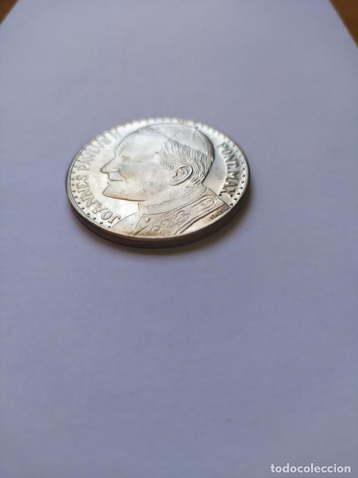 Catálogos y Libros de Monedas: Moneda de plata. Viaje conmemorativo Juan Pablo II a España - Foto 3 - 255952720