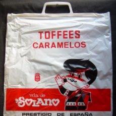 Catálogos publicitarios: BOLSA PUBLICIDAD TOFFEES CARAMELOS VIUDA DE SOLANO. PASTILLAS DE CAFE Y LECHE. 34 X 41 CMS. Lote 105668823