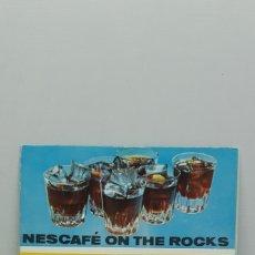Catálogos publicitarios: NESCAFÉ ON THE ROCKS - CATALOGO RECETARIO VINTAGE AÑOS 60-70. Lote 182863501