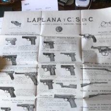 Catálogos publicitarios: LAPLANA Y CIA. ARMERÍA POSTER CATÁLOGO DE ARMAS C. 1934, CON PRECIOS. Lote 237813960