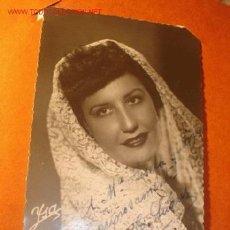 Antigua fotografía con autógrafo de artista con mantilla, años 40/50.