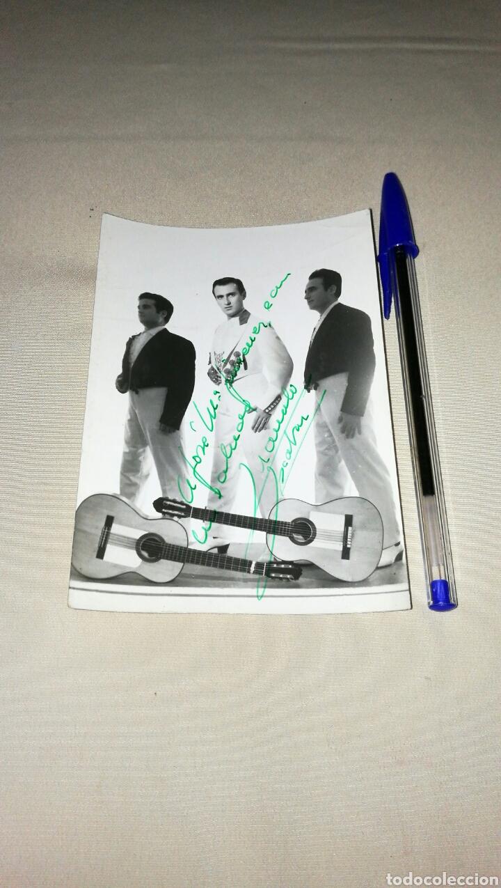 Cine: Muy bonita fotografía original con autógrafo de Manolo Escobar y sus Hermanos . Años 60 - Foto 2 - 74381053