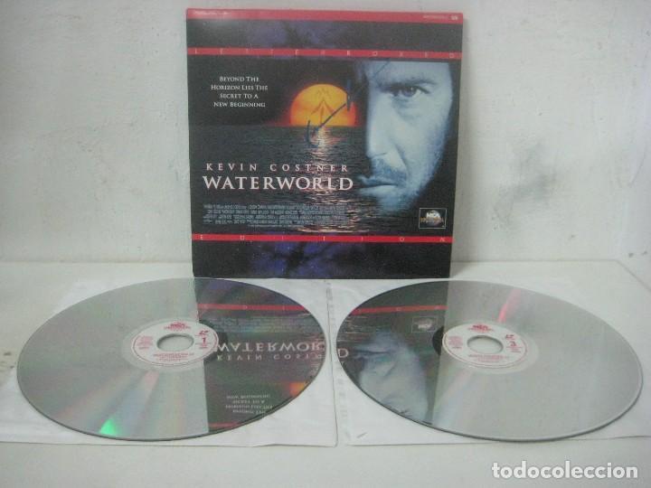 PELICULA WATERWORLD EN DOBLE LASERDISC FIRMADA A MANO POR EL ACTOR KEVIN COSTNER EN 1995,PIEZA UNICA (Cine - Autógrafos)