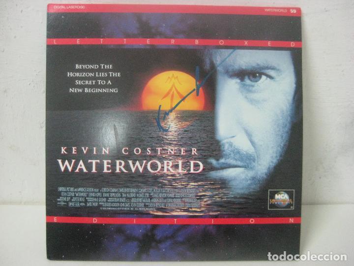 Cine: PELICULA WATERWORLD EN DOBLE LASERDISC FIRMADA A MANO POR EL ACTOR KEVIN COSTNER EN 1995,PIEZA UNICA - Foto 2 - 108552011