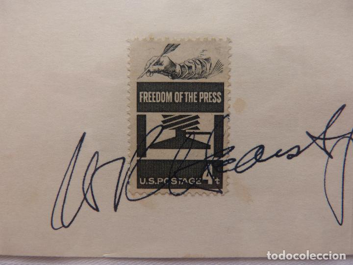 Cine: AUTOGRAFO EN Tarjeta firmada con sello de William Randolph Herst Jr. (Editorial Newspapaers - Foto 2 - 132148382