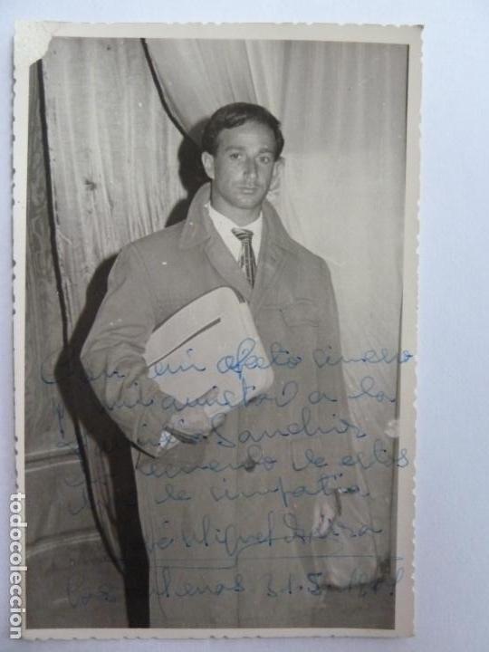 FOTOGRAFÍA DEDICADA Y FIRMADA POR EL ACTOR JOSÉ MIGUEL ARIZA. AÑO 1961 (14 X 9 CM) (Cine - Autógrafos)