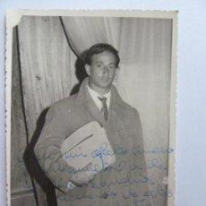 Cinema: FOTOGRAFÍA DEDICADA Y FIRMADA POR EL ACTOR JOSÉ MIGUEL ARIZA. AÑO 1961 (14 X 9 CM). Lote 137982342