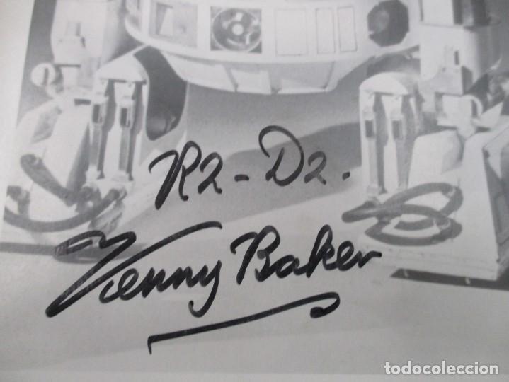 Cine: FOTOGRAFIA R2 D2 - KENNY BAKER CON AUTOGRAFO - STAR WARS - GUERRA DE LAS GALAXIAS- CERTIFICACION - Foto 2 - 141101006