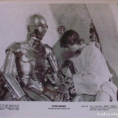 Cine: ANTHONY DANIELS SIGNED 8X10 STILL '80S AS C-3PO BEING REPAIRED BY LUKE SKYWALKER. Lote 141150474