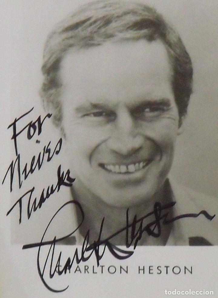 Cine: Autógrafo Charlton Heston. Firmado y dedicado. Hand signed. Autograph. Papel fotográfico. - Foto 2 - 149333622
