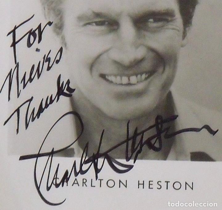 Cine: Autógrafo Charlton Heston. Firmado y dedicado. Hand signed. Autograph. Papel fotográfico. - Foto 3 - 149333622