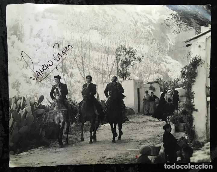 FOTOGRAFÍA CURRO JIMÉNEZ - FIRMA SANCHO GRACIA - GRAN FORMATO 30,5X24CM - ALGARROBO - EL ESTUDIANTE (Cine - Autógrafos)