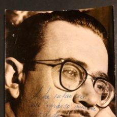 Cine: FOTO CON AUTÓGRAFO DEL DIRECTOR ESCRITOR Y REALIZADOR DE TELEVISIÓN JUAN GUERRERO ZAMORA 13 X 10 CM. Lote 194965863
