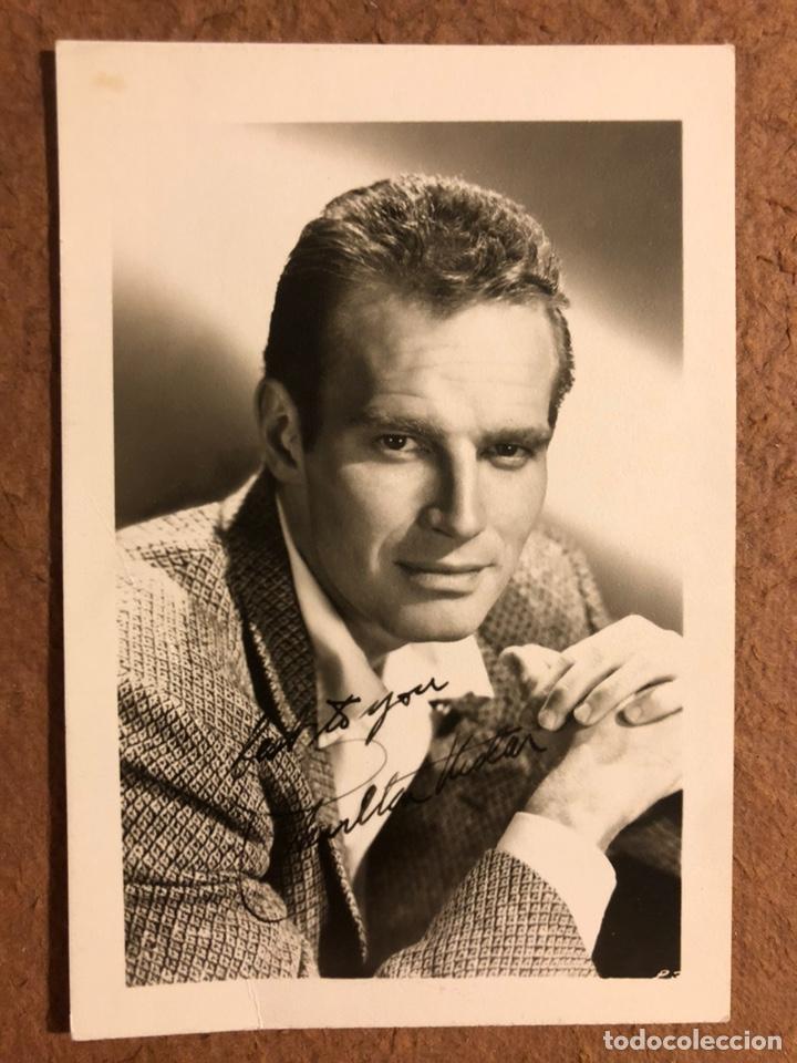 CHARLTON HESTON. FOTOGRAFÍA ORIGINAL DEL ACTOR. CON AUTÓGRAFO ORIGINAL. (Cine - Autógrafos)