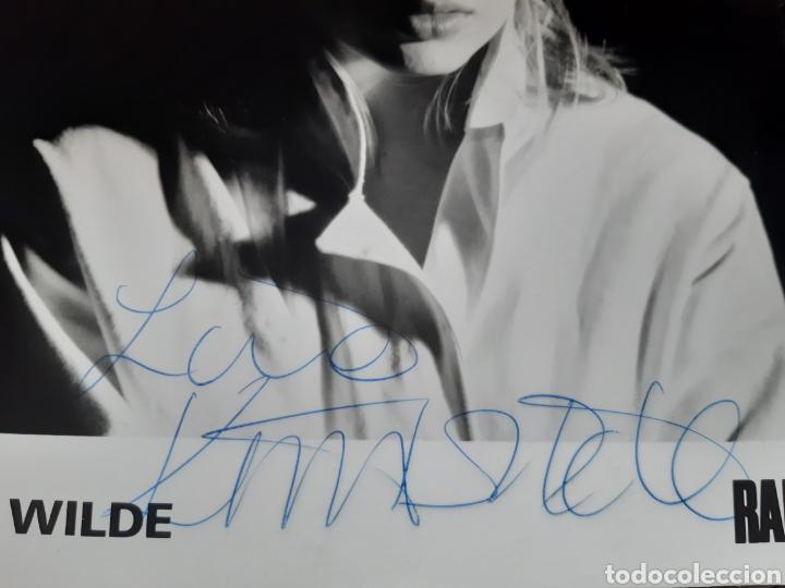 Cine: Autógrafo original de la cantante KIM WILDE en fotografía original. - Foto 2 - 219483697