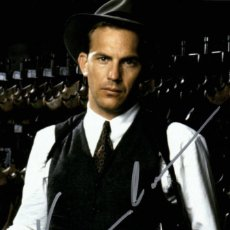 Cinema: KEVIN COSTNER SIGNED AUTOGRAPH THE UNTOUCHABLES 4X6 CARD. Lote 233110715