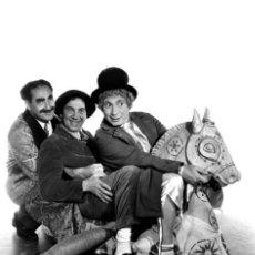 Cinema: HERMANOS MARX - CUADERNO REVISTA ACCION - MIGUEL JUAN PAYAN - 12 FOTOS BLANCO Y NEGRO - NUEVO!!. Lote 35176970