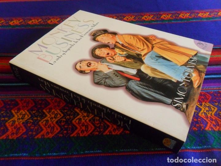 Cine: MONKEY BUSINESS LA VIDA Y LEYENDA DE LOS HERMANOS MARX. T&B EDITORES 3ª EDICIÓN 2001. SIMON LOUVISH. - Foto 2 - 181017948