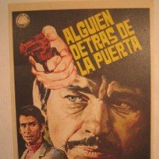 Flyers Publicitaires de films Anciens: ALGUIEN DETRAS DE LA PUERTA - CHARLES BRONSON ANTHONY PERKINS - JANO FOLLETO DE MANO. Lote 3855875