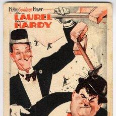 Cine: LA VIDA ES DURA PROGRAMA TARJETA MGM STAN LAUREL OLIVER HARDY. Lote 6754644