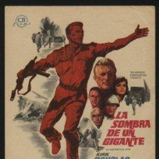 Cine: P-1633- LA SOMBRA DE UN GIGANTE (CAST A GIANT SHADOW) KIRK DOUGLAS - YUL BRYNNER - JOHN WAYNE. Lote 24533629