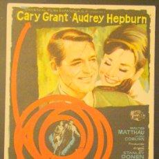 Flyers Publicitaires de films Anciens: CHARADA. CARY GRANT, AUDREY HEPBURN, WALTER MATTHAU,RARO VER FOTO. C/P, CINE PARIS 1963. Lote 27319839