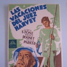 Cine: LAS VACACIONES DEL JUEZ HARVEY METRO - FOLLETO DE MANO ORIGINAL DEL ESTRENO. Lote 28429939