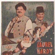 Cine: QUESOS Y BESOS PROGRAMA DOBLE MGM STAN LAUREL OLIVER HARDY. Lote 29224907