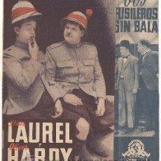 Cine: DOS FUSILEROS SIN BALA PROGRAMA DOBLE MGM STAN LAUREL OLIVER HARDY. Lote 35433919