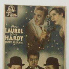 Cine: UNA FIESTA EN HOLLYWOOD. STAN LAUREL, OLIVER HARDY. TARJETA. METRO GOLDWYN MAYER.. Lote 36024997