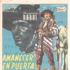 Cine: FOLLETO DE MANO - AMANECER EN PUERTA OSCURA. CINE COSO ZARAGOZA 1957. Lote 41462244